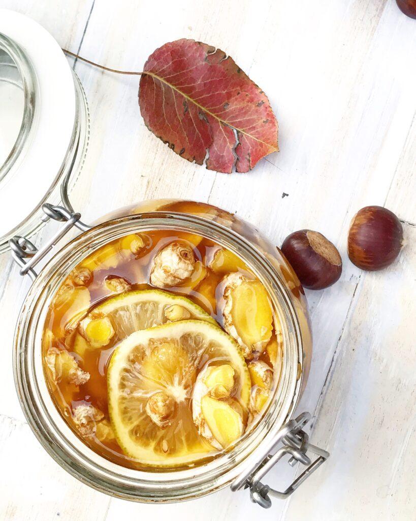 rimedio naturale per la gola con zenzero e limone