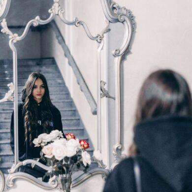 adolescenti allo specchio e la ricerca della perfezione