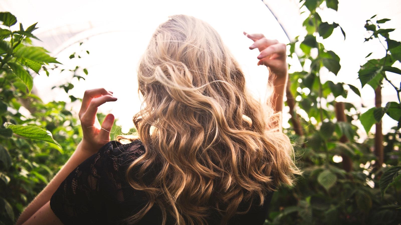 Curare i capelli in modo naturale: cosa vuol dire